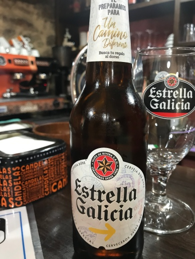 This is THE Spanish beer. Julieta let me take a photo of the bottle because it's the special Camino version; check out the yellow arrow! Adorbs!